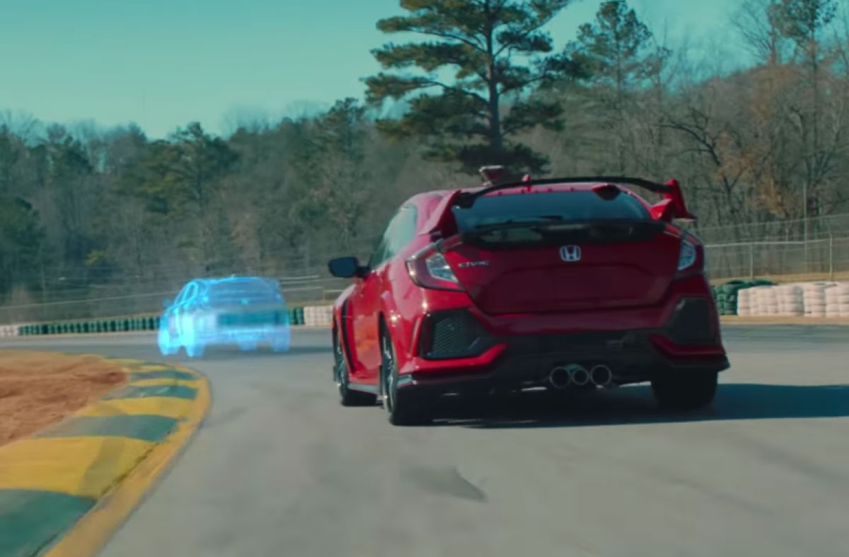 Honda lancia la Civic Type R con una gara in mixed reality